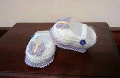 Sapatinho Borboleta. Em crochê de linha 100% algodão