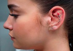 Может ли татуировка на ухе заменить серьги? Несколько идей  #тату, #татунаухе, #красота, #внешность, #серьги, #аксессуары, #tatoo, #beauty, #beautyblog http://be-ba-bu.ru/interesno/inspiration/mozhet-li-tatuirovka-na-uhe-zamenit-sergi-neskolko-idej.html