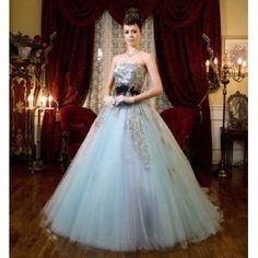 Mai BRIDE(マイ ブライド):人気の淡いブルーにゴールドの刺繍が美しいゴージャスドレス