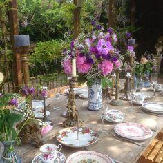 Kleurige vintage tafel op het Hoogh Huys
