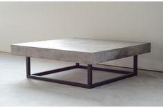 Betongbord KENDO är ett soffbord tillverkat i betong med ben i svart metall. Betongskivan är armerad