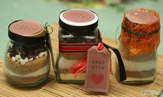 How to Make Brownies in a Jar. This is a fun and easy edible gift to make for friends and family who enjoy baking. All of the ingredients come ready assembled for baking, along with a recipe, and all the recipient needs to do is crack a. Brownies In A Jar, How To Make Brownies, My Recipes, Dessert Recipes, Favorite Recipes, Desserts, Jar Gifts, Food Gifts, Sos Recipe