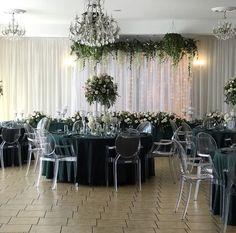 krzesla ghost, zielone obrusy, dekoracja kwiatowa Table Decorations, Home Decor, Decoration Home, Room Decor, Home Interior Design, Dinner Table Decorations, Home Decoration, Interior Design