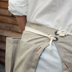 Whilst taking a nature walk, one can never have too many pockets, which is why we love this foraging apron. Made of 100% linen, and cleverly constructed with th