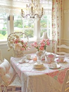 Southern dining table. I adore vintage tablecloths and lace.
