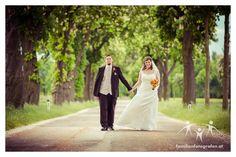 Hochzeit in Göllersdorf und in der Veranstaltungshalle Ernstbrunn Wedding Dresses, Fashion, Church Weddings, Wedding Photography, Photographers, Getting Married, Gown Wedding, Bride Dresses, Moda