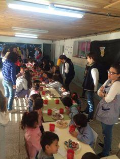 Visita al jardín 902 y 908 festejando los cumple mes de los chicos y día de los jardines de infante.