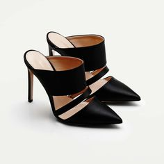 2019 Altuzarra Mules in Black Pretty Shoes, Beautiful Shoes, Cute Shoes, Me Too Shoes, Backless Shoes, Shoe Boots, Shoes Heels, Shoe Collection, Comfortable Shoes