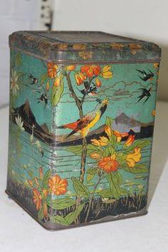 Antique Tin Antique Boxes, Antique Shops, Vintage Antiques, Vintage Design, Vintage Images, Vintage Tins, Retro Vintage, Plywood Furniture, Art Nouveau