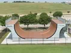 Skateparks, Skatespots and such Sustainable Development, Skate Park, Urban Art, Building Design, Sustainability, House Plans, Street Art, Exterior, Bmx
