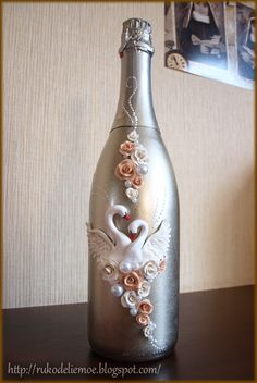 handmade wedding bottle, wedding champagne, пластика, свадебное шампанское, сувениры и подарки ручной работы,  wedding decor Alcohol Bottle Crafts, Plastic Bottle Crafts, Wine Bottle Crafts, Recycled Glass Bottles, Painted Wine Bottles, Wine Bottle Art, Diy Bottle, Name Plate Design, Wedding Bottles