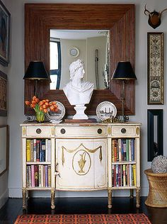 Rely on Symmetry and Size Use symmetry to create order in your entry with matching pairs of lamps and accessories. The perfect entry is a mini-moment unto itself, and an oversize mirror is one of the quickest ways to accomplish this. Don't be afraid to go big—you won't be sorry.