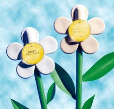 Marc Jacobs Daisy and Daisy Eau So Fresh Daisy Eau So Fresh, Marc Jacobs Daisy, Fashion And Beauty Tips, Vanity Fair, Mj, Fragrances, Beauty Hacks, Photos, Products