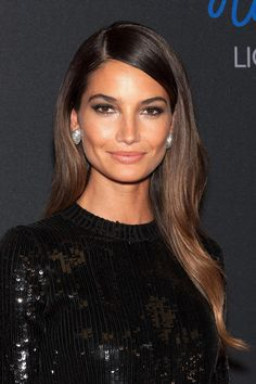 Victoria's Secret Models Share the Best Beauty Tips They've Picked Up on the Job Lily Aldridge Sleek Hairstyles, Straight Hairstyles, Stacked Hairstyles, Lily Aldridge Hair, Victoria's Secret Models, Long Brunette Hair, Brunette Girl, Sombre Hair, Medium Hair Styles