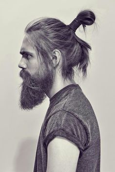 This is a guide on the man bun. The man bun is a long mens hairstyle, and it is basically tying your hair into a bun or half bun, whether you choose to tie all of your hair or just a section of your h I Love Beards, Great Beards, Beard Love, Big Beard, Perfect Beard, Hair And Beard Styles, Long Hair Styles, Man Bun Hairstyles, Cropped Hairstyles