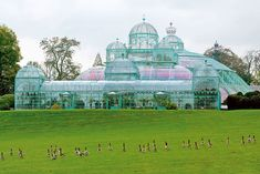 Following the popular style of the time, architect Alphonse Balat built a complex of greenhouses for Belgian King Leopold II in 1873. With its glass cupolas and soaring pavilions, it springs up like a glass city from the Brussels landscape. monarchie.be