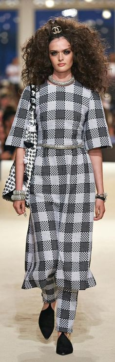 #Chanel 2015 -Fashion Show in Dubai #Luxury.com