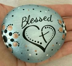 See more ideas about Rock crafts, Easy Rock painting and Painted rocks.These are pretzels but this simple design could easily be painted on rocks. Rock Painting Patterns, Rock Painting Ideas Easy, Rock Painting Designs, Paint Designs, Painting Tutorials, Pebble Painting, Pebble Art, Stone Painting, Painted Rocks Craft