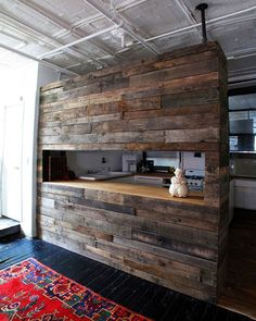 Made with reclaimed wood from pallets and other sources, here's this breakfastbar for a modern kitchen. It's perfect for delimiting loftsespecially if it has a double height ceiling, …