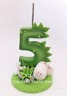 Dragon Birthday Parties, Dinosaur Birthday Cakes, Dinosaur Cake, Dinosaur Party, Fondant Toppers, Fondant Numbers, Die Dinos Baby, Alphabet Cake, Dino Cake