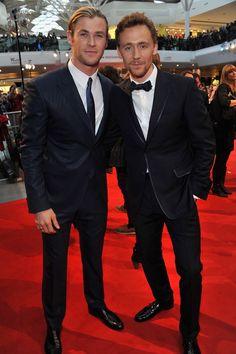 Chris Hemsworth And Tom Hiddleston. omg they are bros. xD To asgard they go. Loki Meme, The Avengers, Avengers Actors, Marvel Characters, Marvel Movies, Thomas William Hiddleston, Tom Hiddleston Loki, Loki Laufeyson, Loki Thor