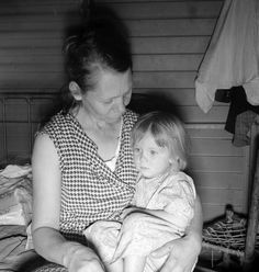 FSA camp at Farmersville, Calif. A mother from Oklahoma, a migrant, awaits the visit of a resident nurse for her sick baby. 1939.