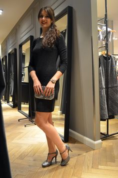 Glitzer Glanz und Gloria – Das perfekte Outfit von More & More für schicke Abende – damit bist du der Hingucker pur. Kleid 99,99 €, Tasche 39,99 € (More & More), Schuhe 39,95 € (Tamaris) #moremore #tamaris #outfit #party #partyoutfit #glitzer #glitzerpumps #tasche #glitzertasche #pailetten #magmag #lifestyle #mode #trend #streetstyle