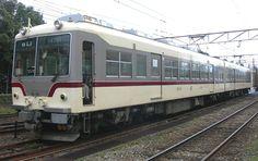 富山地方鉄道14760形(稲荷町駅)