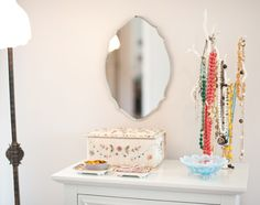I love the jewelry stand for my vanity