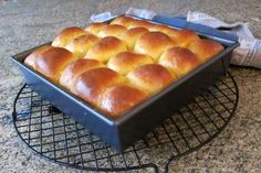 These yummy sweet potato rolls are easy to prepare in the bread machine, then you just shape, arrange in a baking pan, and pop them in the oven. Sweet Potato Rolls, Sweet Potato Bread, Bread Maker Recipes, Yeast Bread Recipes, Pizza Recipes, Potato Recipes, Bread Machine Rolls, Honey Buttermilk Bread, Herb Bread