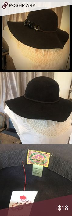 NWOT Scala Hat! Brown 100% wool hat. Floppy brim with belt and jewels. Scala Accessories Hats