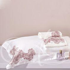 Completo lenzuola Cassiopea di Liu • jò / Sheet set for double-bed. Clicca e scorpi. #completolenzuola #completoletto #copriletto #liujo #cassiopea