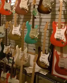 GuitarStoriesUSA.com — Happy Fender Friday everyone!