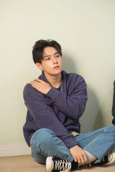 Kyaa is this our DK? He lookin so damn hot Kim Jinhwan, Chanwoo Ikon, Pop Bands, Yg Entertainment, Ikon Instagram, Teen Top Cap, K Pop, Mix Match, Rhythm Ta