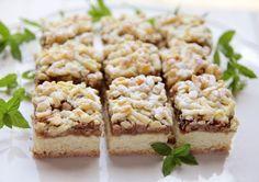 Prajitura frageda cu gem si nuca (de post) - DesertdeCasa.ro- Maria Popa Cake Recipes, Dessert Recipes, Food Cakes, Raw Vegan, Deserts, Cooking Recipes, Sweets, Baking, Bun Bun