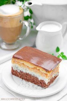 Dzisiejsze ciasto to pewnego rodzaju rewolucja, która obala powszechną teorię jakoby wszystkie ciasta warstwowe były skomplikowane, pracochłonne i by trzeba im