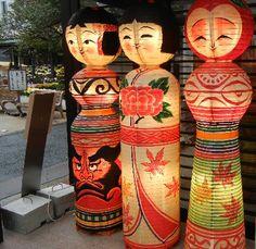 🌟Tante S!fr@ loves this pin📌🌟Kokeshi Lanterns - (Japan) Japanese Design, Japanese Art, Japanese Paper Lanterns, Oriental, Ichimatsu, Kokeshi Dolls, Wooden Dolls, Japanese Culture, Vintage Japanese