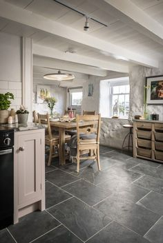 Luxury self-catering cottage in Mousehole with sea views and chic interiors Country Interior Design, Home Interior, Interior Design Kitchen, Shabby Chic Kitchen, Home Decor Kitchen, Kitchen Ideas, Kitchen Dining, Dining Room, Cottage Kitchens