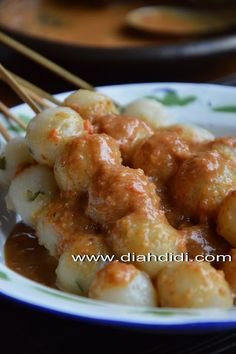 Resep Dan Foto Cilok..Baru..^^ Indonesian Desserts, Indonesian Cuisine, Indonesian Recipes, Savory Snacks, Snack Recipes, Cooking Recipes, Malay Food, Asian Kitchen, Ramadan Recipes