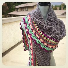 Ravelry: Sunday Shawl pattern by The Little Bee ~ Alia Bland Mode Crochet, Diy Crochet, Crochet Crafts, Crochet Hooks, Crochet Projects, Crochet Shawls And Wraps, Crochet Scarves, Crochet Clothes, Crochet Designs