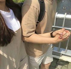 couple / korean / holding hands