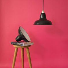 Unsere neue Relight Newton #Leuchte im #industriedesign - Aus einen Stück Stahlblech per Hand in Form gedrückt. Emailiert, um den Glanz vergangener Tage zu konservieren.  Relight - Make Light Great Again. Mehr Farben & Varianten auf www.lightstock.de  #industrielampe #pendelleuchten #lampenfieber #lampendesign #lampenliebe #lampenmittwoch #leuchtenbau #pendelleuchte #lampenschirme #leuchten #leuchtendesign #leuchte #lampevintage #lampenundlicht #pendellampen #pendellampe #lampe… Interiordesign, Form, Modern, Vintage, Lighting, Instagram, Home Decor, Lampshades, Industrial Design