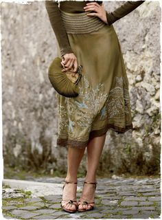 Virtuoso silk skirt Note visit this site -mjm Vert Olive, Olive Green, Mode Inspiration, Color Inspiration, Looks Style, My Style, Look 2018, Green Fashion, Color Fashion