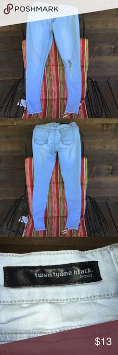 Rue 21 Twentyone Black Rue 21 Twentyone black distressed light wash jeans 👖mid rise curvy jegging flex size 5/6 Regular Rue 21 Jeans Skinny