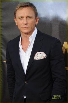 Daniel Craig . . . yummy.