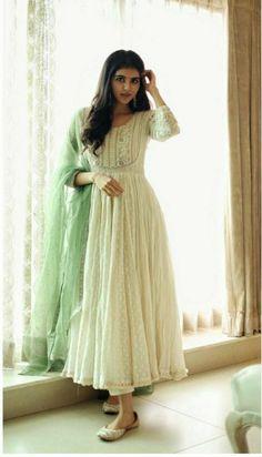 Casual Indian Fashion, Indian Fashion Dresses, Indian Bridal Fashion, Dress Indian Style, Indian Designer Outfits, Retro Fashion, Designer Anarkali Dresses, Designer Party Wear Dresses, Kurti Designs Party Wear