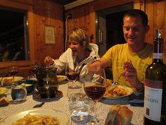 Beim Nachtessen, Tessinwochende mit der Freitag M-Art-Klasse, © Tim Davoli, August 2012
