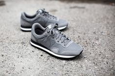 NIKE AIR PEGASUS '83 WOVEN DUST/DUST-ANTHRACITE-WHITE available at www.tint-footwear.com/nike-air-pegasus-83-woven-002 nike air pegasus 83 woven retro running sneaker sneakers tint footwear studio munich münchen
