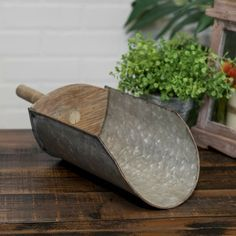 Decorative Metal Feed Scoop with Wooden Handle Vintage Style Deep Scooper  #Vipssci