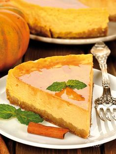 Il Cheesecake alla zucca è un dolce gustosissimo e originale. Per renderlo più leggero potete provare a sostituire la panna con la ricotta frullata! #cheesecakeallazucca